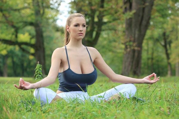10 motive pentru a practica Yoga
