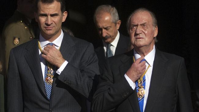 Regele Juan Carlos semneaza abdicarea