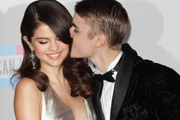 Justin Bieber si Selena Gomez se muta impreuna