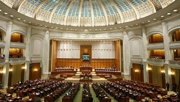 Ponta vrea ca fostii presedinti sa devina senatori de drept