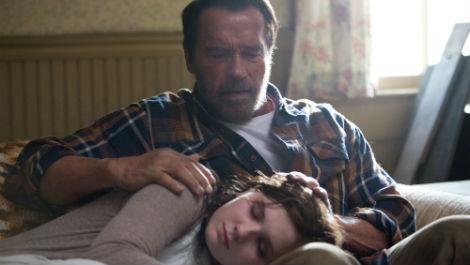 Arnold Schwarzeneger isi arata afectiunea pentru zombi
