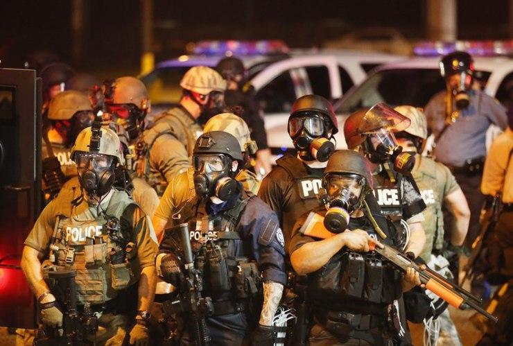 Potestele din Ferguson iau amploare