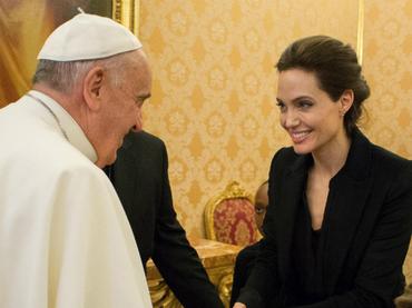 Intalnirea lui Angelina Jolie cu Papa Fracncisc