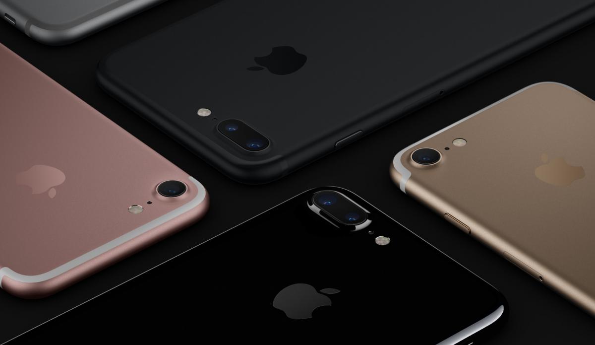 Noul iPhone 7 de la Apple (o sinura camera spate) si iPhone 7 Plus (camera dubla spate) sunt mai mult ca posibili cele mai vandute telefoane in 2016 si 2017. Credit imagine: Apple